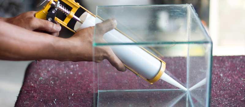 Applying aquarium silicone